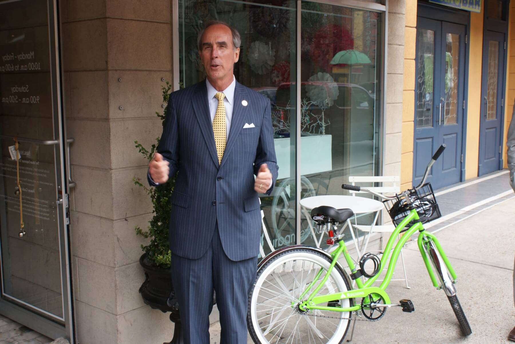 Mayor helps kick off Regions, DMA bike rental program