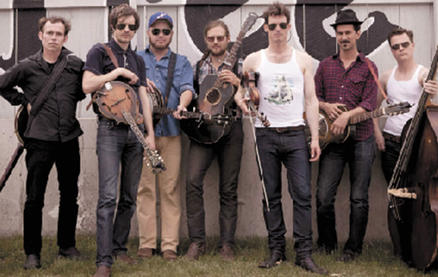 Old Crow Medicine Show riding 'Wagon Wheel' onto Saenger stage