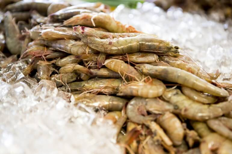 Order fresh seafood from the market or something off the expansive menu at Mudbugs at the Loop.