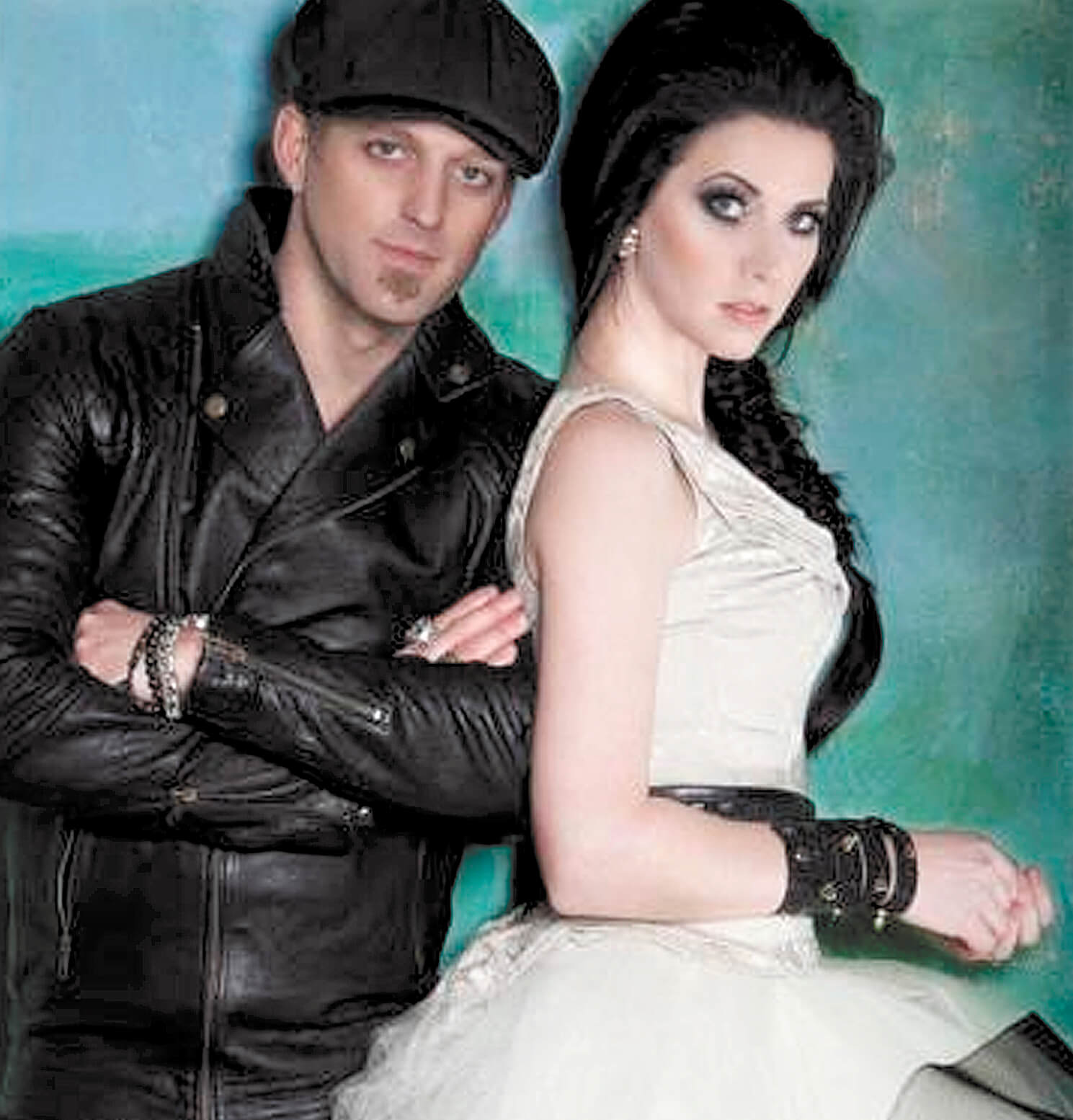 Thompson Square carving a path in close quarters