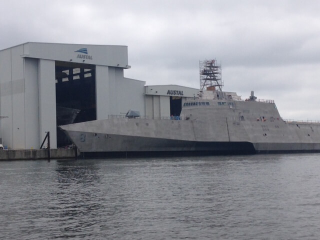 Ivey touts veteran employment, jobs at Austal