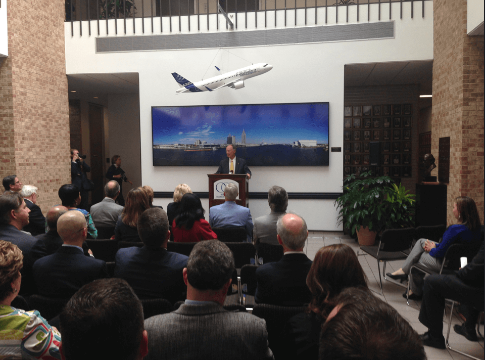 Governor pitches tax plan to Mobile audience