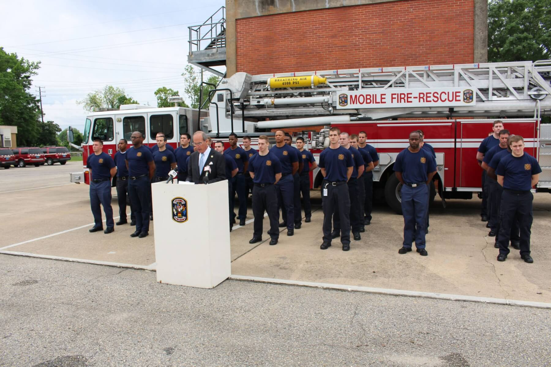 Mayor introduces 30 MFRD recruits