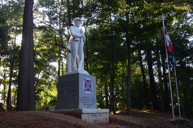 Sons of Confederate Veterans unveil new monument in Spanish