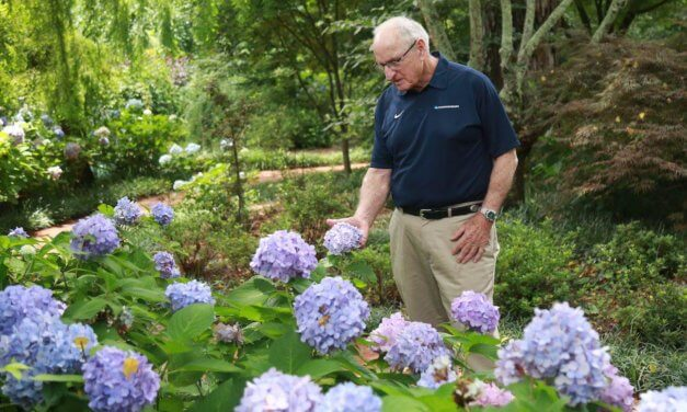 Vince Dooley to tell Mobile about his passion for gardening