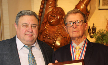 USSA presents Distinguished  Service Award to Gottfried