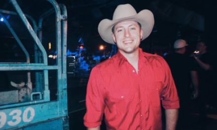 Crooner breaks cookie-cutter mold of modern country